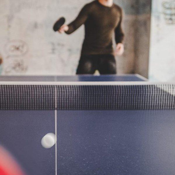 Sébastien, jeune homme malentendant intègre le club de tennis de table d'Aurillac